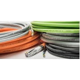 passagem de cabos elétricos
