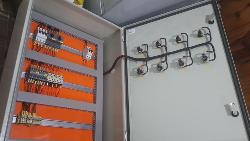 Montagens de Painéis com Barramento de Cobre Salto - Montagem de Painel de Controles Automáticos