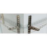 montagem de eletrocalha perfurada
